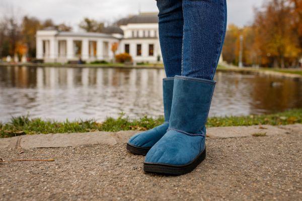Дутики vs угги: яку модель жіночого взуття вибрати?